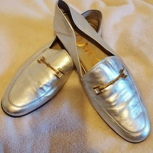 Awesome Metalic silver leather loafers